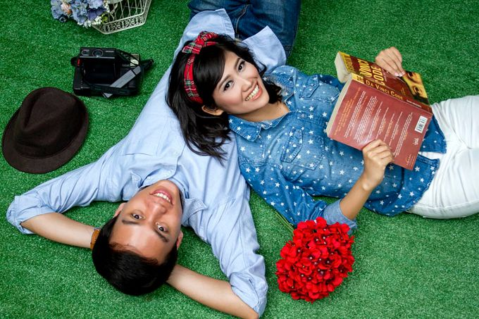Prewedding Indoor by Lili Aini Photography - 003