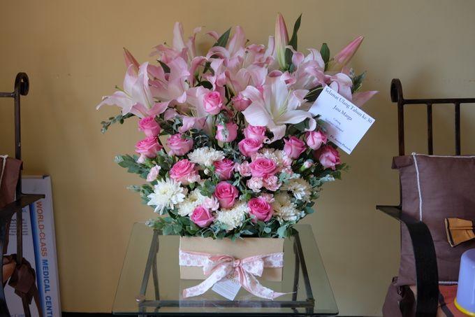 Flower Arrangement Basket & Hampers by Les Fleur Flower Design - 003