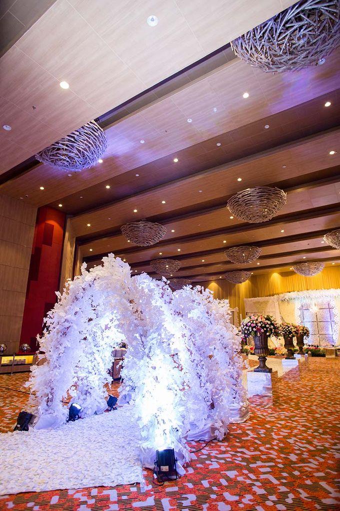 The Wedding of Albert & Sylvia Grand mercure Kemayoran by The Swan Decoration - 003