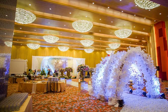 The Wedding of Albert & Sylvia Grand mercure Kemayoran by The Swan Decoration - 005