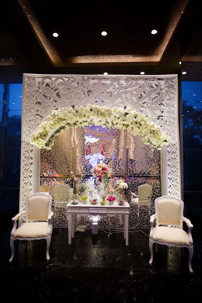 The Wedding of Albert & Sylvia Grand mercure Kemayoran by The Swan Decoration - 011