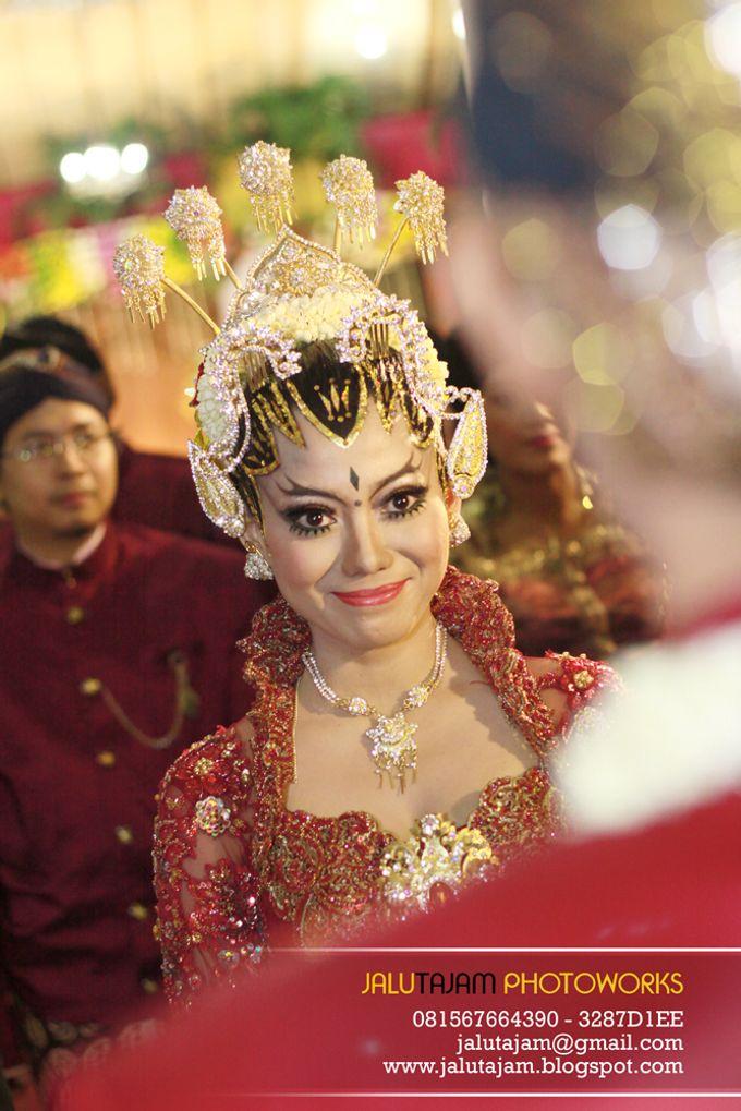 Pernikahan Adat Jawa by Jalutajam Photoworks - 023