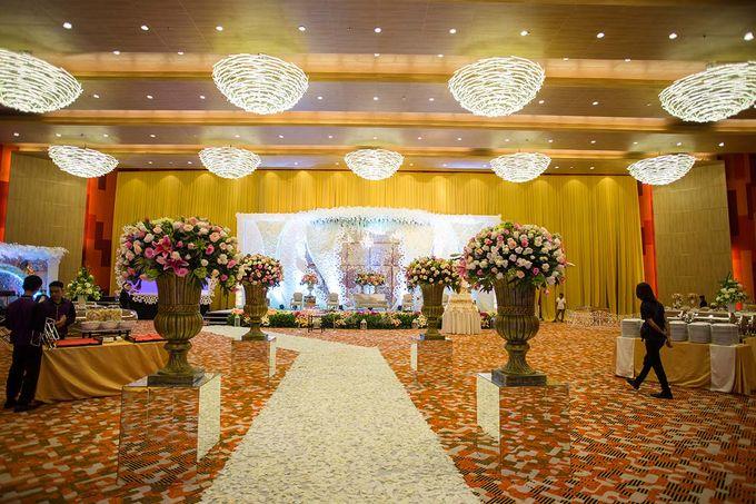 The Wedding of Albert & Sylvia Grand mercure Kemayoran by The Swan Decoration - 015