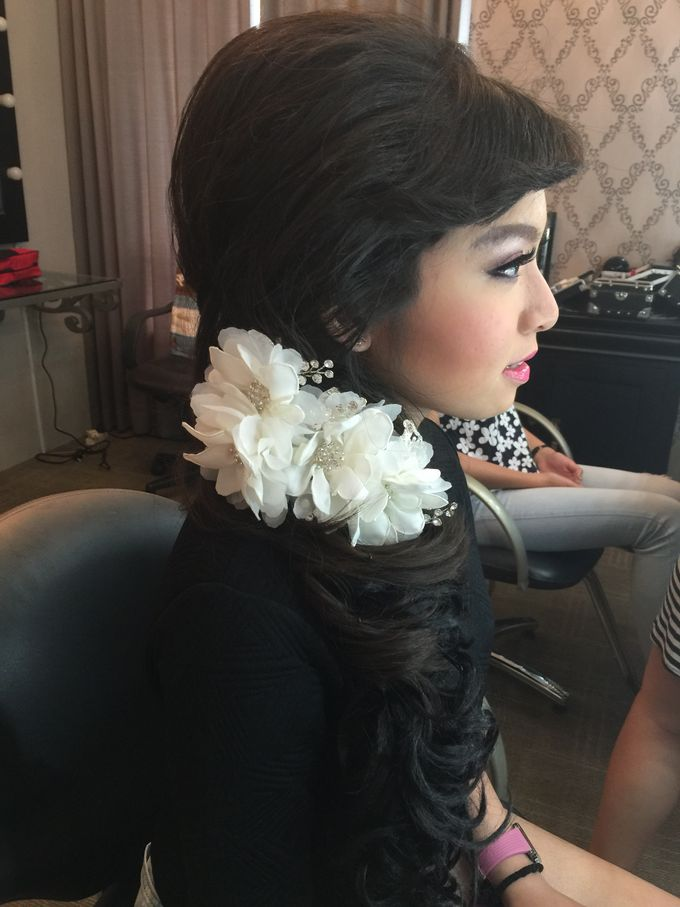 Makeup and Hairdo for Bride by Lee Cinthya Makeup Artist - 006