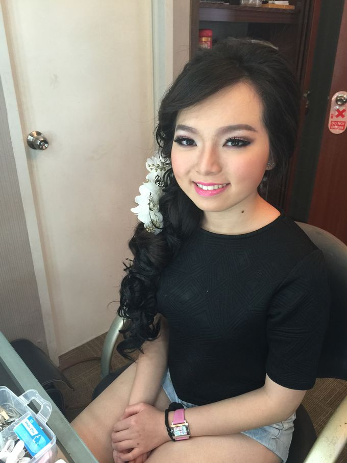 Makeup and Hairdo for Bride by Lee Cinthya Makeup Artist - 010