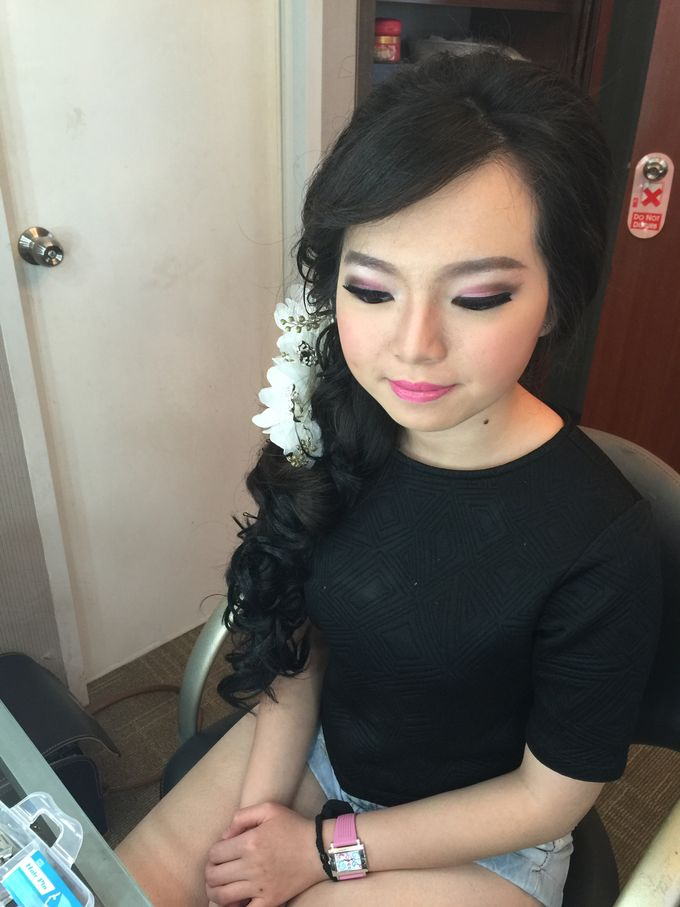 Makeup and Hairdo for Bride by Lee Cinthya Makeup Artist - 011