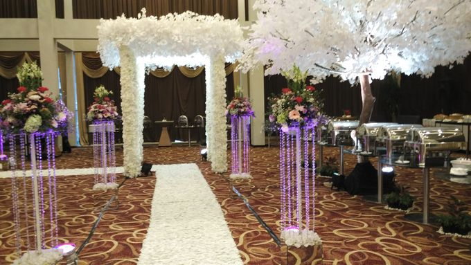MC Wedding and Ceremony Echy & Iyan by She La Vie Organizer & Decoration - 007
