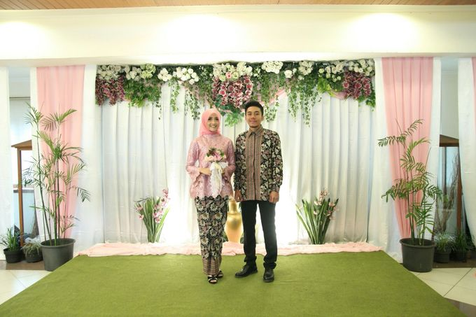 Hasni & Heru Engagement by Garland Galore Flower Shop - 009