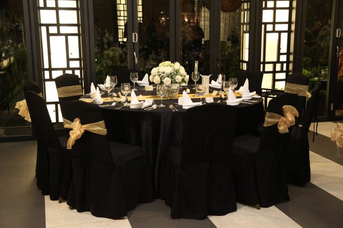 Dr Mayo and Viola Wedding at Satoo Shangrila Jakarta by Maxwell Flowers - 005
