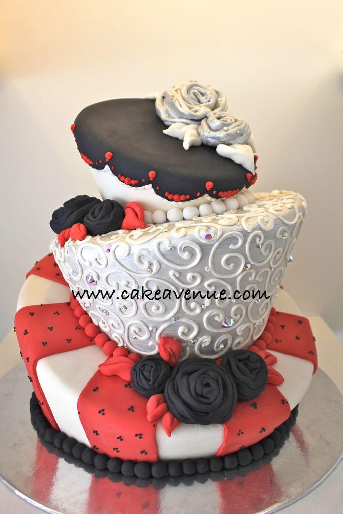 Classic Customised Wedding Cakes by Cake Avenue - 001