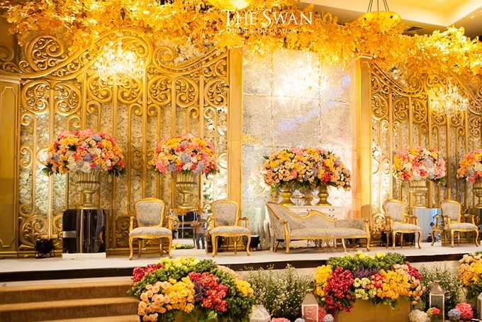 The Wedding of Hari & Novi by The Swan Decoration - 001