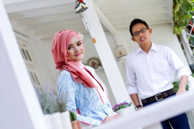 Prewedding Indoor by Lili Aini Photography - 011