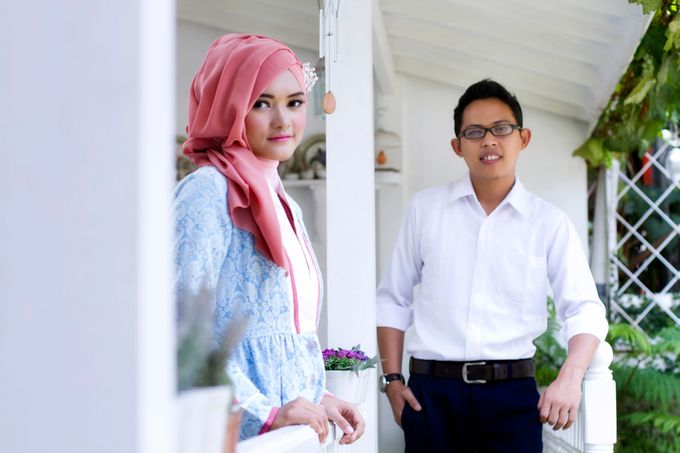 Prewedding Indoor by Lili Aini Photography - 012