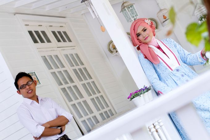 Prewedding Indoor by Lili Aini Photography - 013