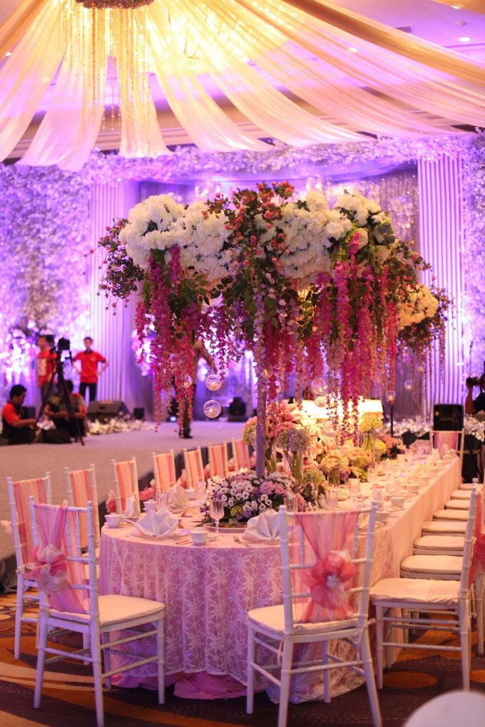 The wedding of yungky yuliana by winner organizer bridestory add to board the wedding of yungky yuliana by steves decor 001 junglespirit Image collections