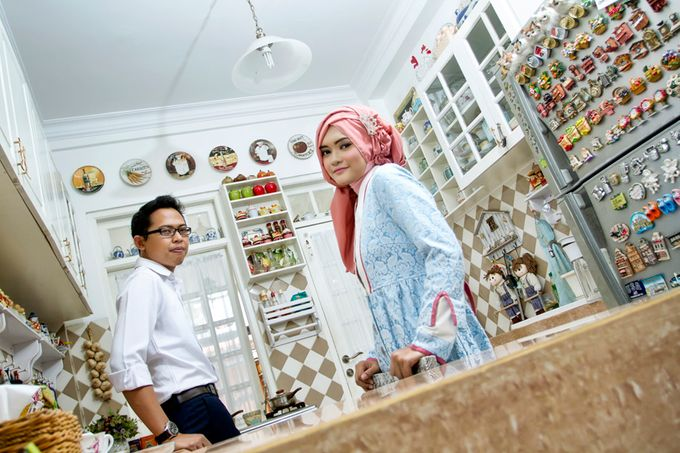 Prewedding Indoor by Lili Aini Photography - 009