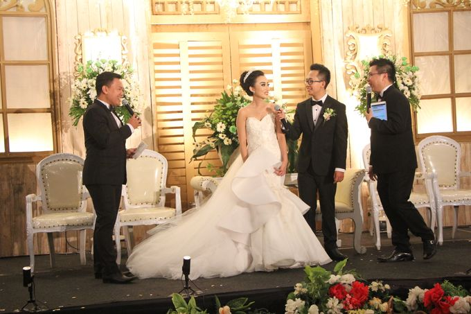 The Wedding of Yogia & Debby by Yosua MC - 008
