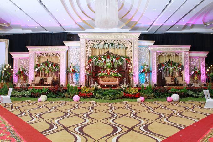 Traditional wedding by crowne plaza semarang bridestory add to board traditional wedding by crowne plaza semarang 005 junglespirit Image collections