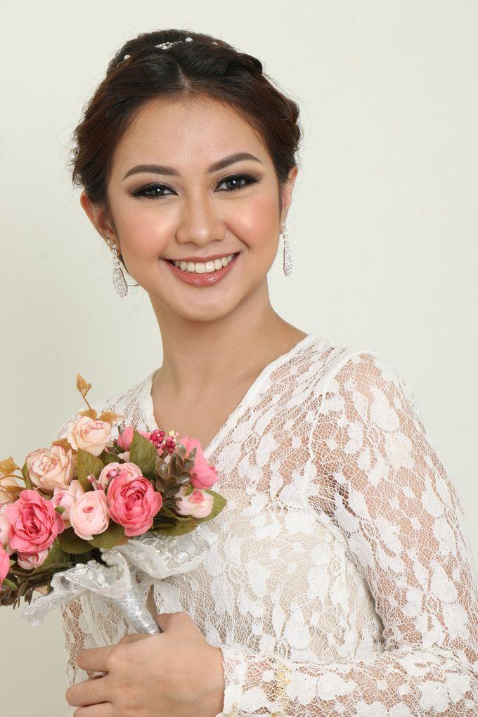 romantic wedding makeup by kintan yulita - 002