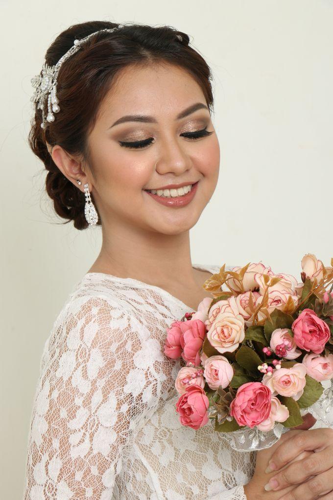 romantic wedding makeup by kintan yulita - 001
