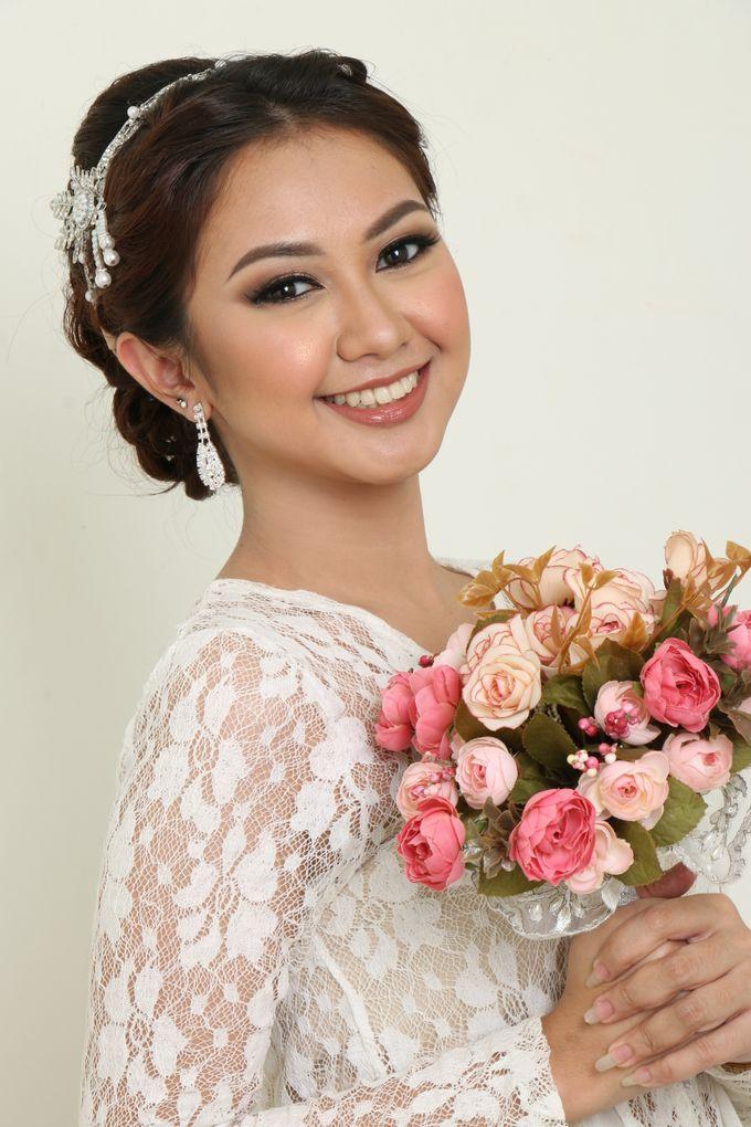 romantic wedding makeup by kintan yulita - 003