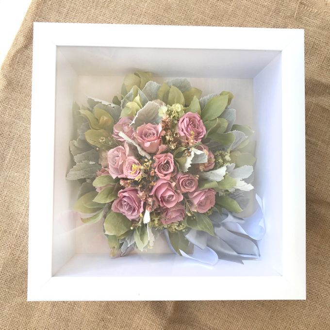 Square Package by CONSERVÉ FLOWER PRESERVATION - 001