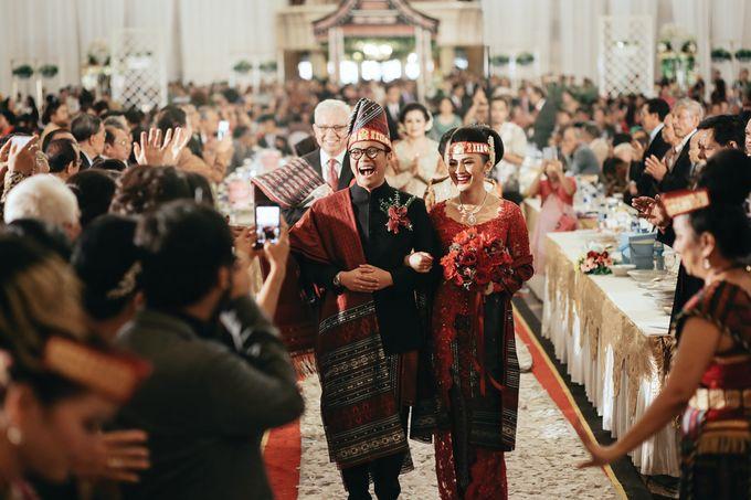 Togi & Jesicca - Holy Matrimony & Batak Ceremony by JAYSU Weddings by Jacky Suharto - 043