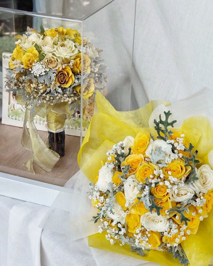 4D sunny wedding bouquet  by CONSERVÉ FLOWER PRESERVATION - 001