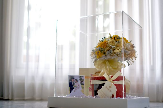 4D sunny wedding bouquet  by CONSERVÉ FLOWER PRESERVATION - 003