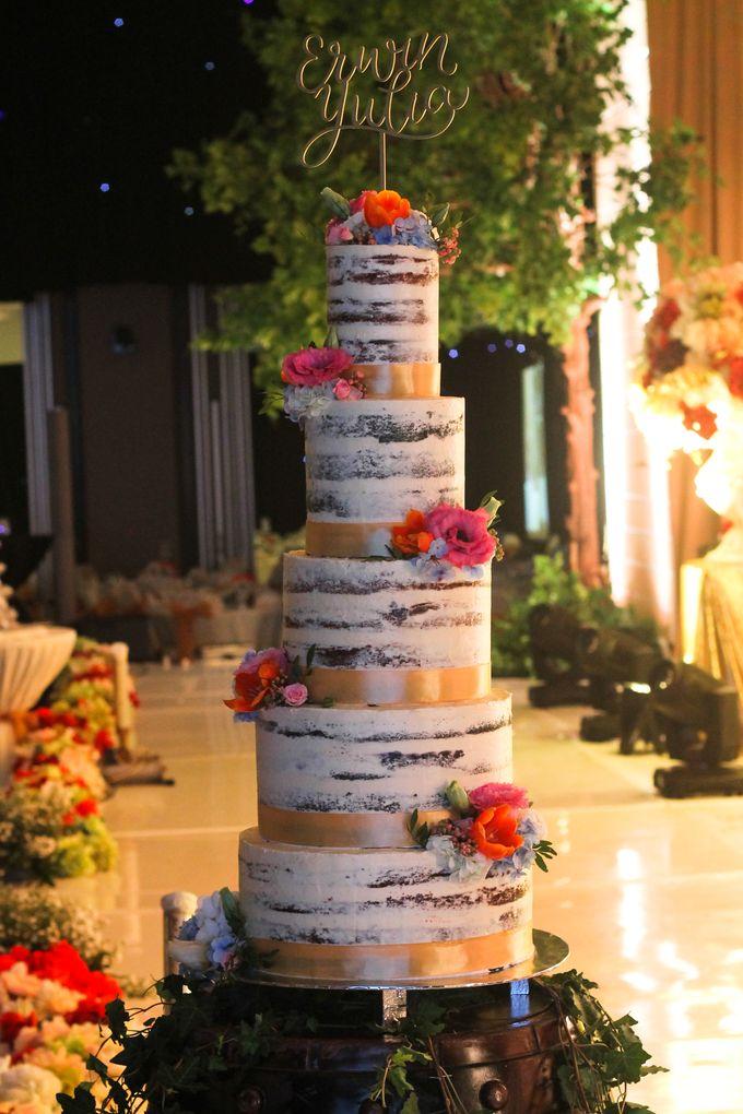 Wedding Cake - Erwin & Yulia by Lareia Cake & Co. - 002