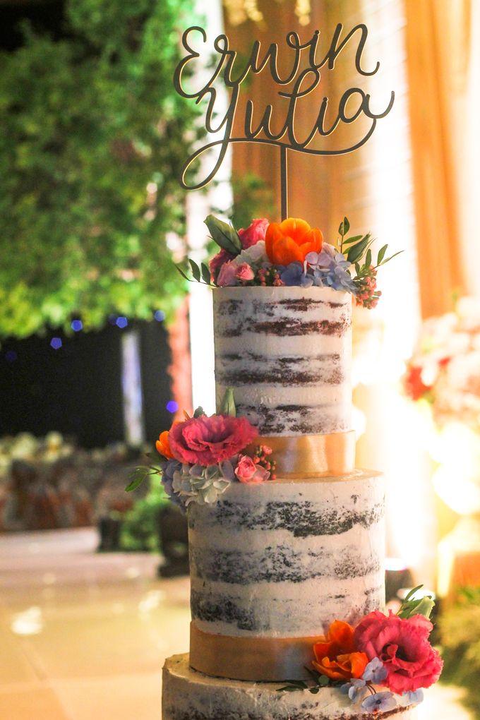 Wedding Cake - Erwin & Yulia by Lareia Cake & Co. - 003
