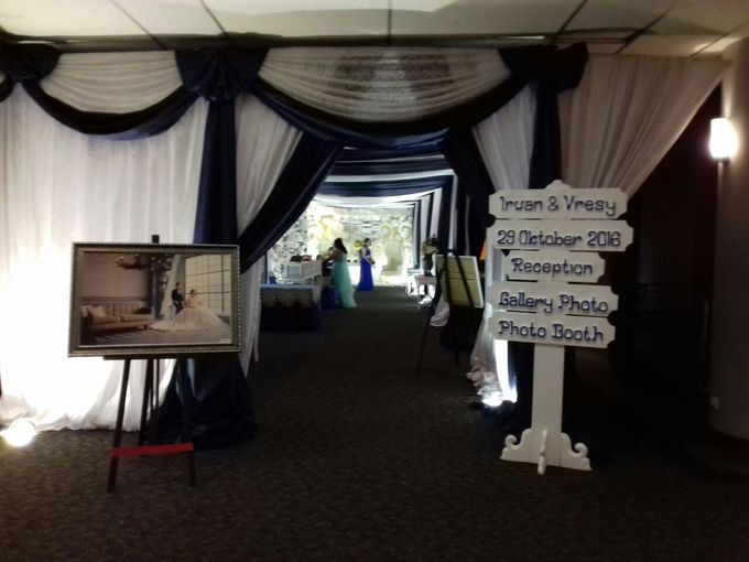 THE WEDDING OF IRWAN AND VRESY by JS Wedding Planner Organizer and Entertainment - 007