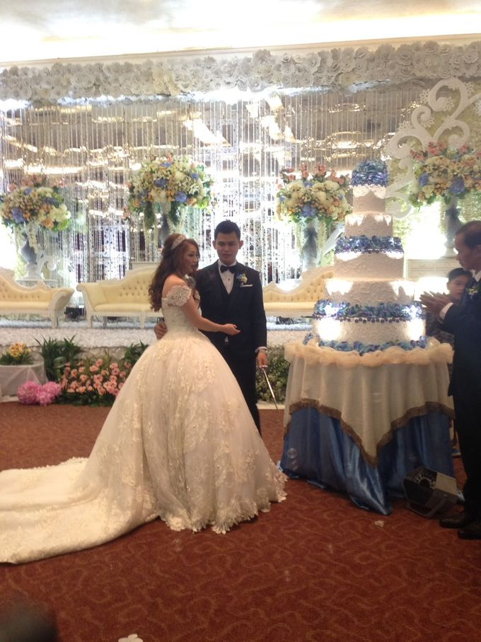 THE WEDDING OF IRWAN AND VRESY by JS Wedding Planner Organizer and Entertainment - 009