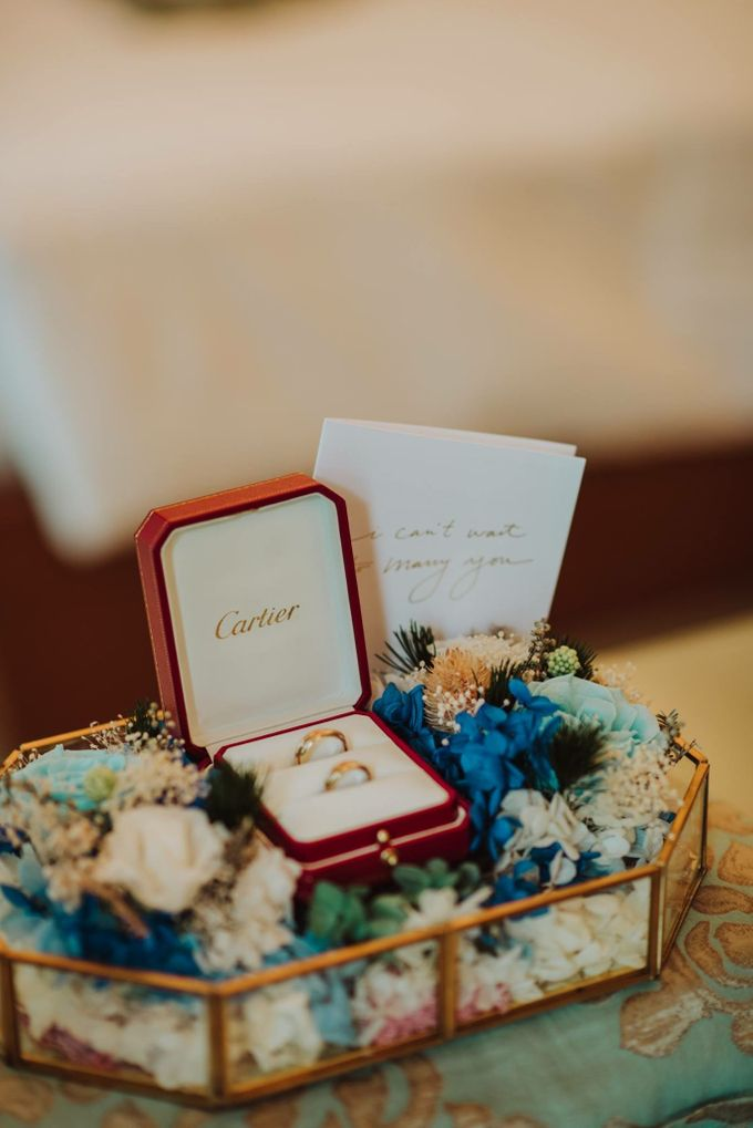 Wedding Ring Carrier with Preserved Flowers by Petal Co. - 001