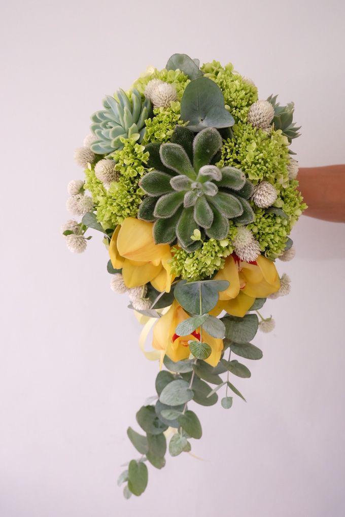 Lush Garden Bouquet by Il Fiore - 005