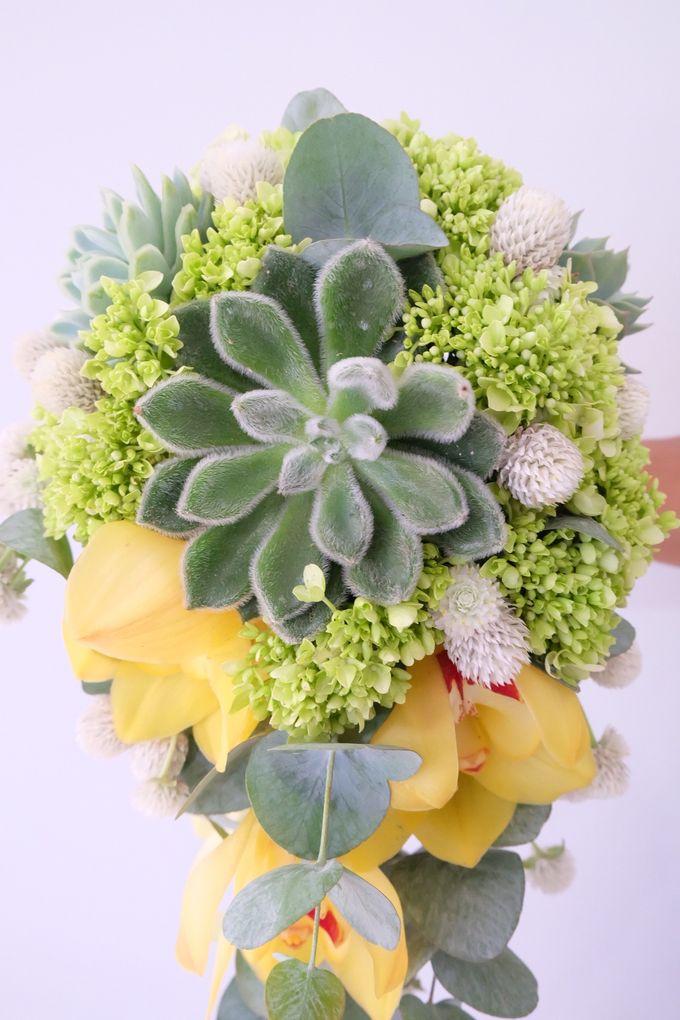 Lush Garden Bouquet by Il Fiore - 002