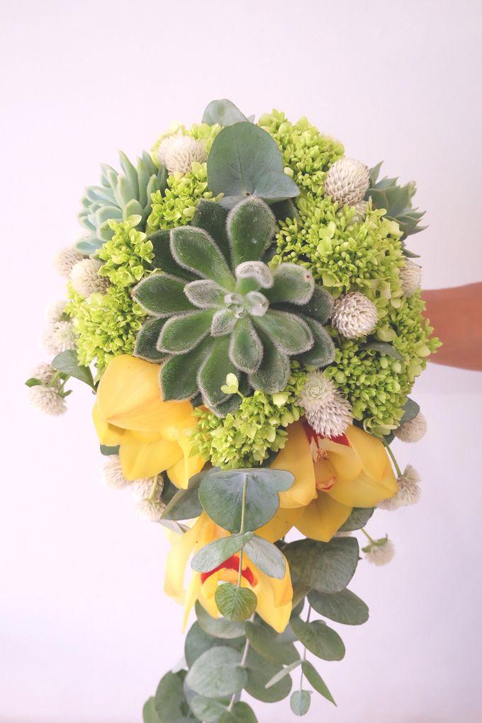Lush Garden Bouquet by Il Fiore - 003