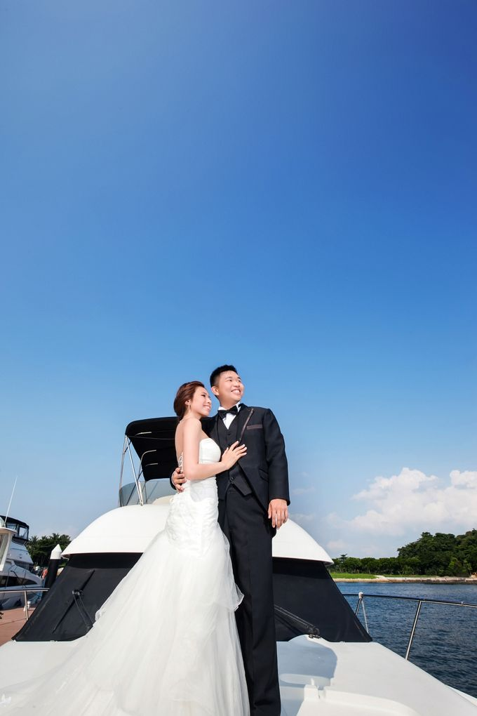 Pre-wedding shoot on yacht by ONE°15 Marina Sentosa Cove, Singapore - 002