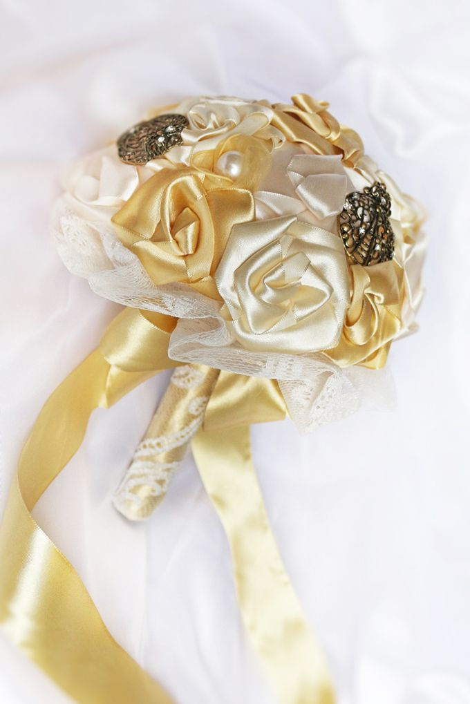 Vintage Gold Bridal Brooch Bouquet by Marini Bouquets - 005