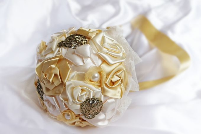 Vintage Gold Bridal Brooch Bouquet by Marini Bouquets - 007