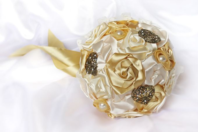 Vintage Gold Bridal Brooch Bouquet by Marini Bouquets - 008