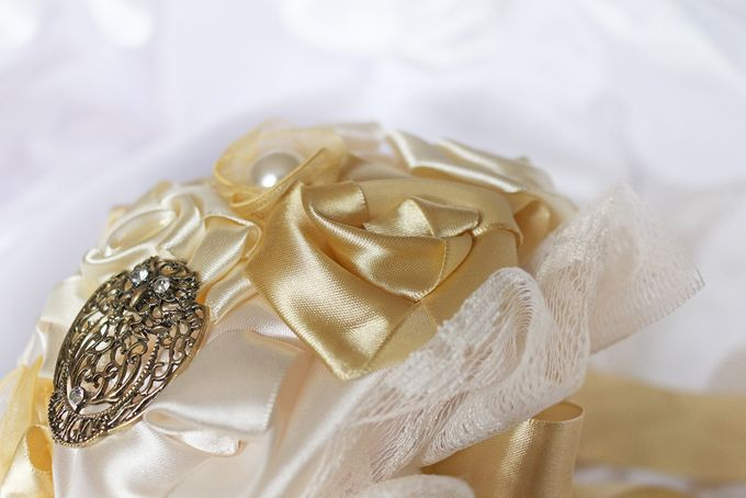 Vintage Gold Bridal Brooch Bouquet by Marini Bouquets - 002
