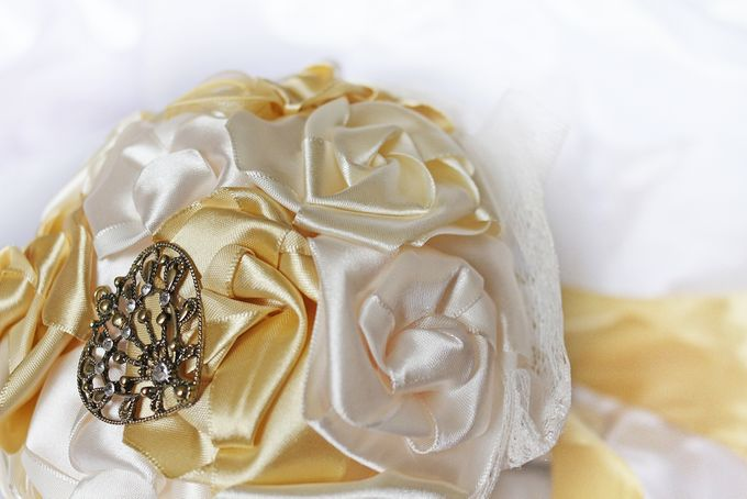 Vintage Gold Bridal Brooch Bouquet by Marini Bouquets - 003