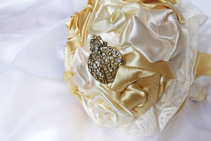 Vintage Gold Bridal Brooch Bouquet by Marini Bouquets - 004