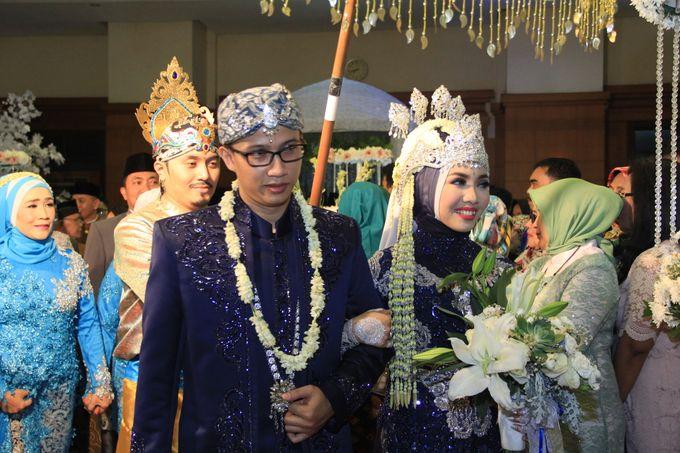 Finna & Febby Wedding by Garland Galore Flower Shop - 010