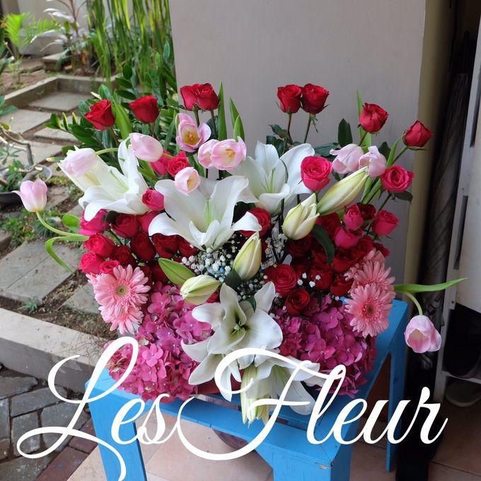 Flower Arrangement Basket & Hampers by Les Fleur Flower Design - 002