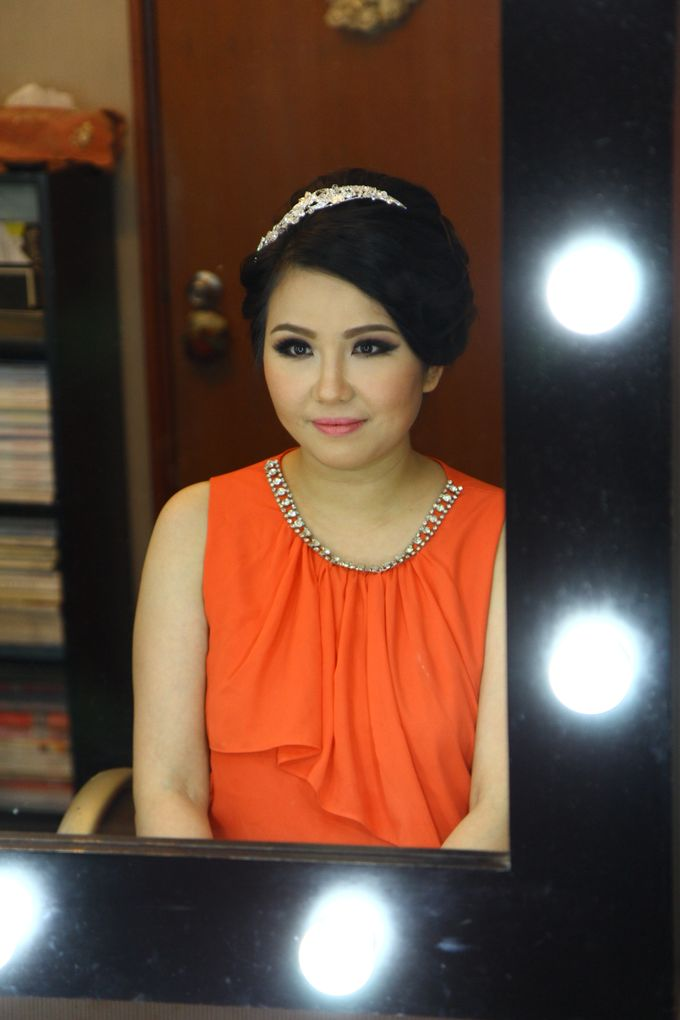 Makeup and Hairdo for Bride by Lee Cinthya Makeup Artist - 003