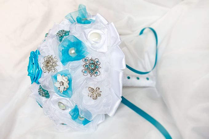 Over the Sea Bridal Brooch Bouquet by Marini Bouquets - 004