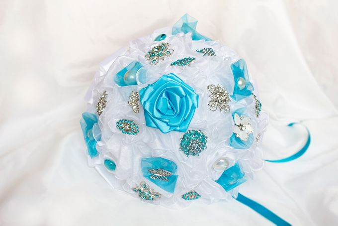 Over the Sea Bridal Brooch Bouquet by Marini Bouquets - 005