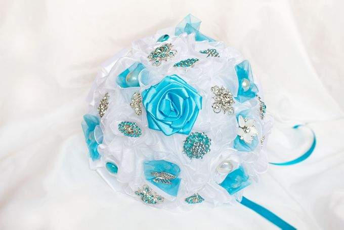 Over the Sea Bridal Brooch Bouquet by Marini Bouquets - 006